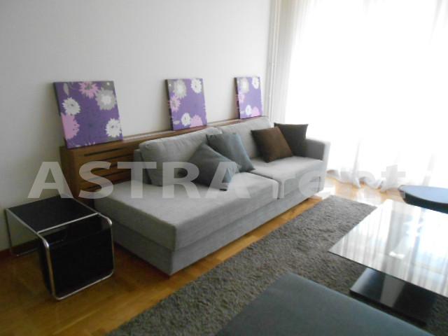 Stan 80m² Novi Beograd blok 22