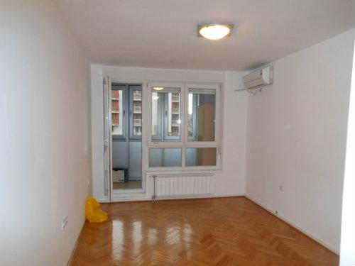 Stan 45m² Novi Beograd blok 64