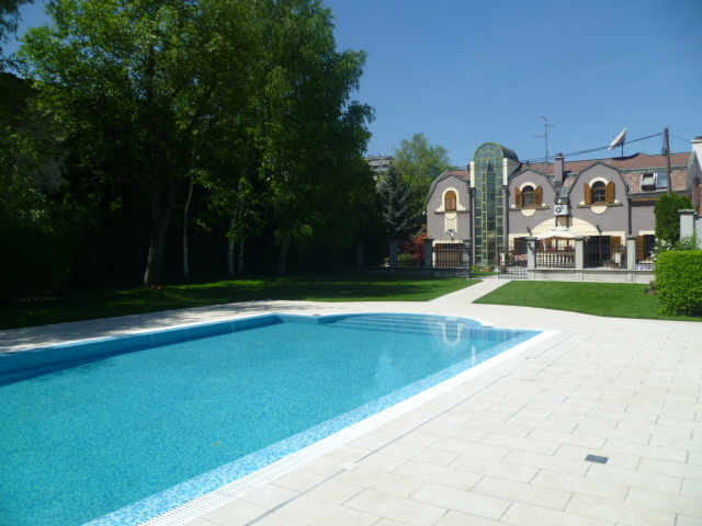 Kuća - 350m² - Zemun