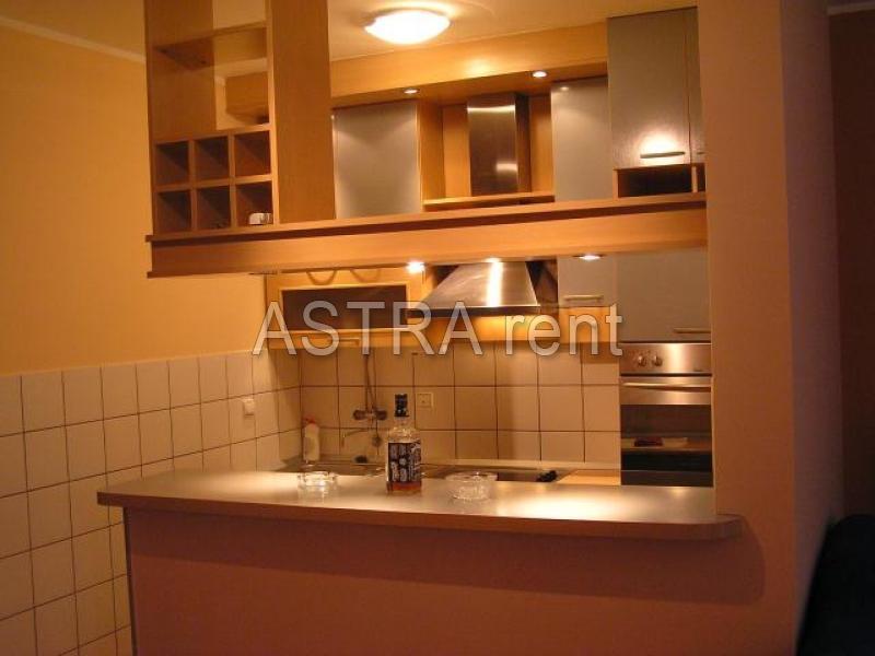 Stan 68m² Novi Beograd blok 63