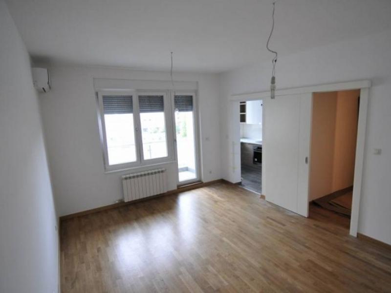 Poslovni prostor 70m² Novi Beograd Blok 11
