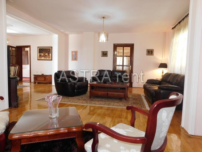 Kuća , Beograd (grad) , Izdavanje | Kuća 300M² Dedinje